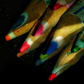 Pensil warna by Sjamsul Rizal - Artistic Objects Education Objects