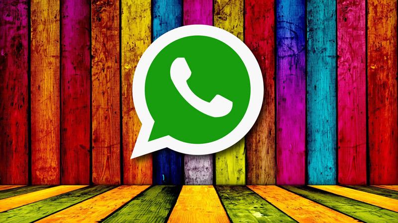 Stato Colorato WhatsApp: come creare le scritte con sfondo a colori