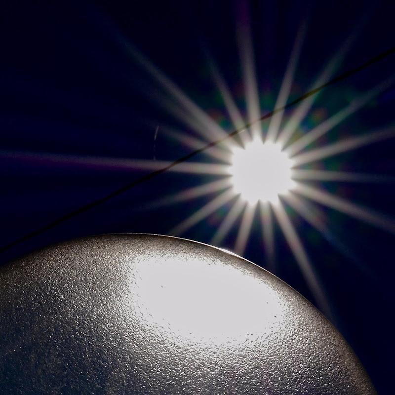 Sole e luna visti dallo spazio di Domenico Marchetti