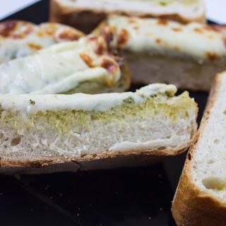 Pesto Garlic Cheesy Bread Recipe