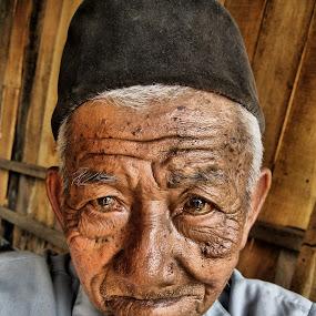 old man  by William  de Jesus Tavares - People Portraits of Men