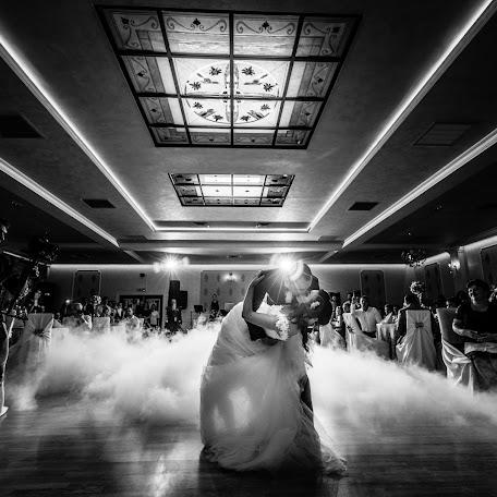 Wedding photographer Marius Balan (fotoemotii). Photo of 09.12.2017