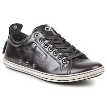 Photo: REDSKINS En snygg sneaker i slätt läder med ett helt gäng utmärkande detaljer!   http://www.spartoo.se/Redskins-EXON-x39839.php?track_id=facebook