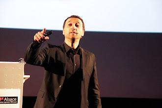 """Photo: TedxAlsace - Frank Tapiro - Fondateur Hémisphère Droit - """"Pourquoi la vache qui rit ne pleure jamais?"""""""