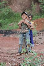 Photo: Mus visur lydintys smalsūs vaikų žvilgsniai.  Curious kids everywhere.