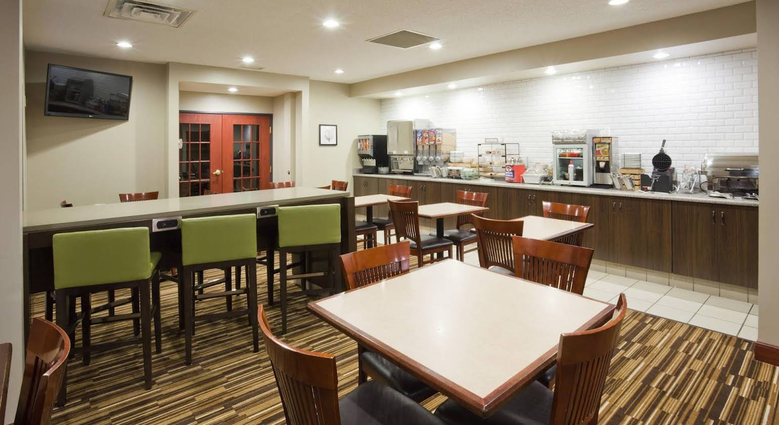 Country Inn & Suites by Radisson Willmar