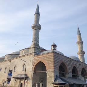 ダイナミックなイスラム書道が美しい!トルコ・エディルネ最古のモスク「エスキ・ジャーミィ」