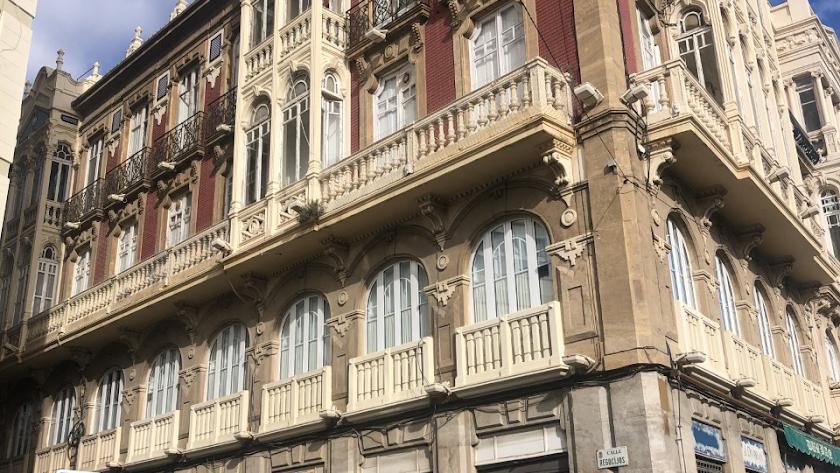 Edificio ubicado en la calle Regocijos de la capital.