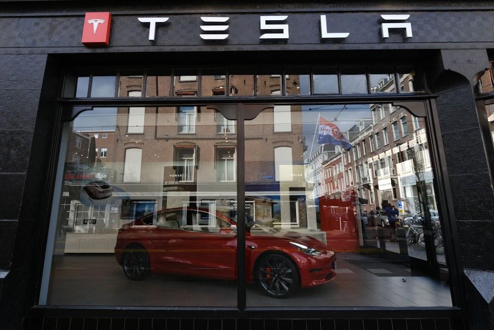 Tesla beats vehicle delivery estimates for second quarter
