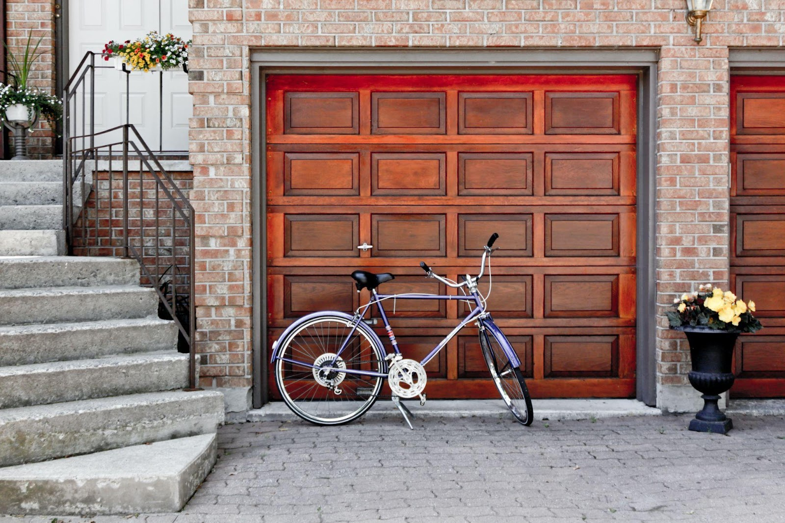 Replace garage door -Do you need to upgrade your curb appeal? Your home may look amazing on the inside, but it still can be quite boring on the outside. How long ago did you repaint your walls, re-door the place, and add some interesting accents to your garden? Now may be the best time to do that, and we are going to help you.