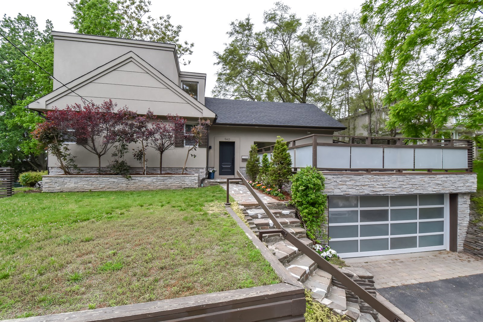 House of the Week: $1.6 Mil Side Split With $300k in ...
