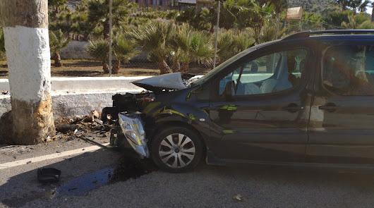 Herido tras chocar contra un árbol en la carretera de Berja a Adra