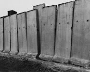 betonnen schuttingdelen naast elkaar
