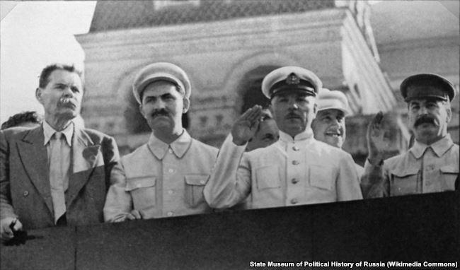 Максим Горький, Лазарь Каганович, Климент Ворошилов и Иосиф Сталин, 1931 год