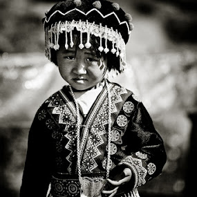 Hmong girl by Thomas Jeppesen - Babies & Children Children Candids ( monochrome, girl, b&w, thomasjeppesen, bw, thailand, white, subsignal, chiang mai, black, hmong )