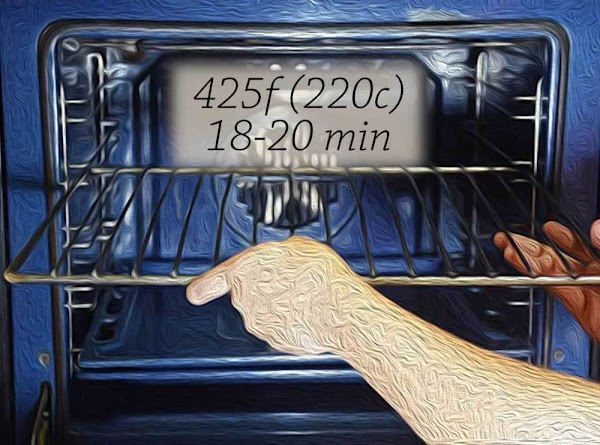 Place a rack in the middle position, and preheat your oven to 425f (220c).