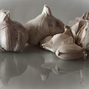 Garlic by Vaska Grudeva - Food & Drink Fruits & Vegetables