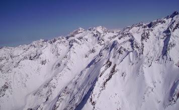Photo: Derriére le pic de Létious au premier plan le pic Marraut. A gauche vallon de Peyrahitte. Au centre sur l'horizon le Néouvielle 3091m, le pic des Trois Conseillers 3039m et le Turon du Néouvielle 3035m.