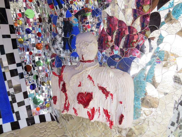 Niki de Saint Phalle, L'Imperatore (il cortile), Giardino dei Tarocchi, Capalbio
