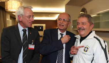 Photo: Horst Mund, secretário internacional da IG Metall, Berthold Huber, presidente da IG Metall, e Lula. Foto: Ricardo Stuckert/Instituto Lula