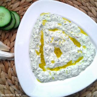 Tzatziki (Yogurt-garlic dip)