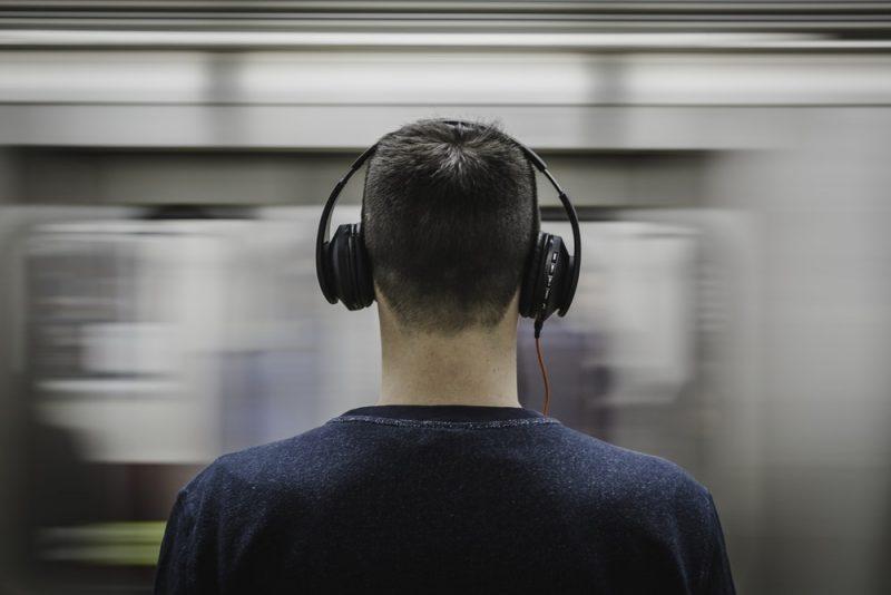 ฟังเพลงฝึกภาษา