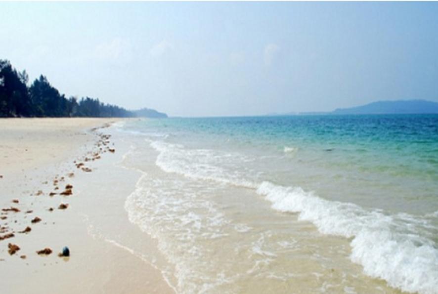 Bãi tắm tình yêutrên đảo Cô Tô