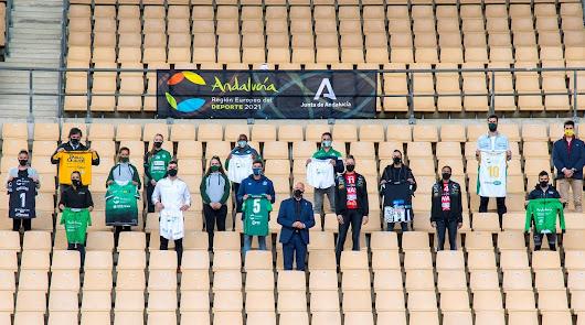 Andalucía recibe la bandera que la distingue como Región Europea del Deporte