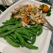 E3. Stir Fried Osmanthus Mussels with King Mushroom 皇菰桂花蚌
