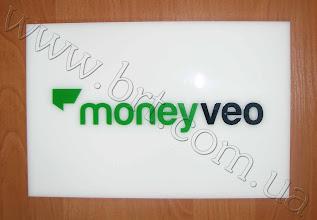 Photo: Акриловая табличка со вставными буквами для Moneyveo