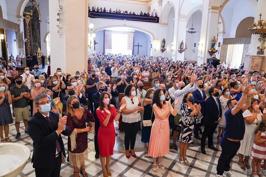 Numerosas personas acuden a la misa mayor en honor al Cristo de la Luz.