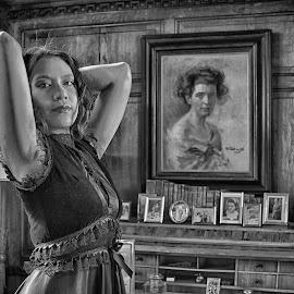 by Marco Bertamé - Black & White Portraits & People ( woman, arms, portrait )