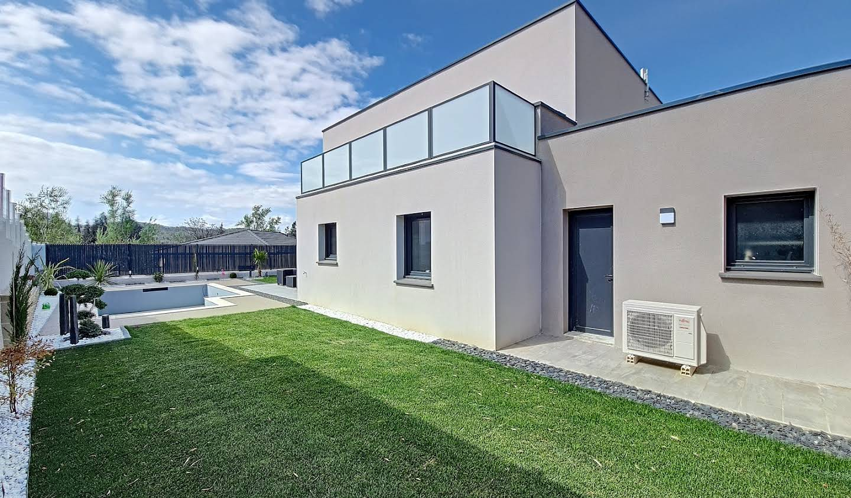 Maison contemporaine avec piscine et jardin Peyrins