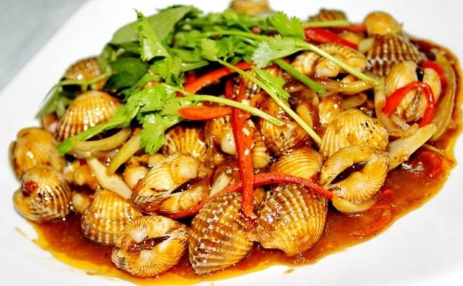 Món ăn được trang trí bắt mắt và không kém phần ngon miệng