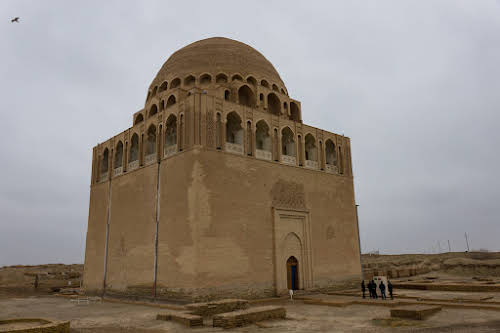 How to Travel Turkmenistan: Transit Visa 5-Days Itinerary // 12th century Sultan Sanjar Mausoleum, Merv, Day Trip from Mary