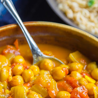 Slow Cooker Easy Chickpea Curry.