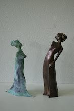 Photo: Kleine Gewandfigur, Bronze, grün patiniert und Metis, Bronze, braun patiniert