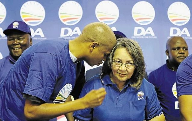 Loyiso Nkohla talks to mayor Patricia de Lille. Picture: TIMES LIVE