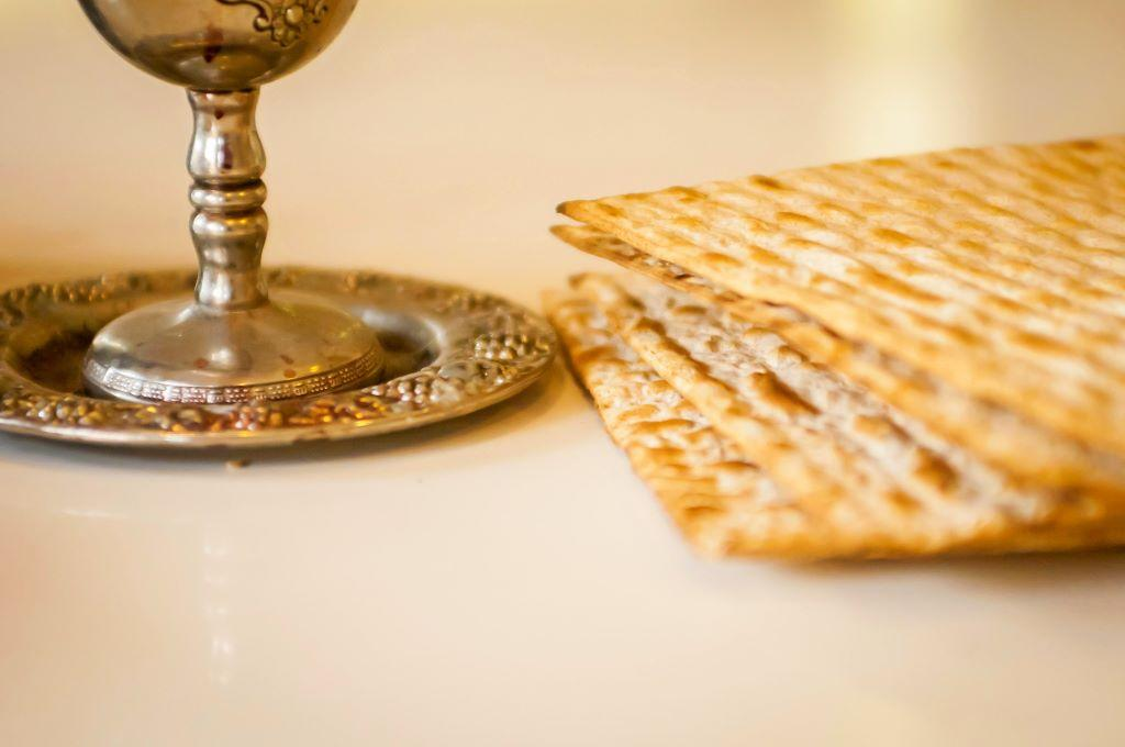 The Feast of Unleavened Bread vs. Passover: What's the Difference? – Hebrew  Roots Mom