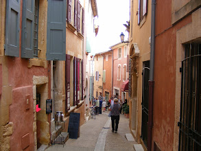 Photo: Roussillon does not have much of historic interest in ancient structures; rather, it is the quaint, multi-hued streets which give the town its character.