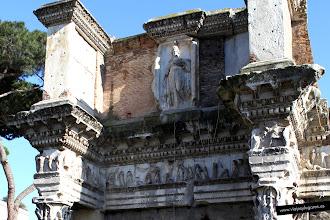 Photo: 14: El Templo de Minerva se mantuvo relativamente intacto hasta su demolición por el Papa Pablo V en 1606 para proveerse de materiales que se reutilizarían para construir la fuente monumental de Acqua Paola en el Janículo y la capilla Borghese en Santa Maria Maggiore.