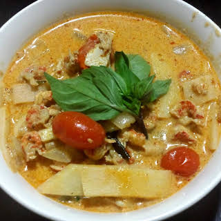 Cray Cray Crayfish Coconut Curry, (Thai Style) Over Rice (แกงแดงครอว์ฟิช).