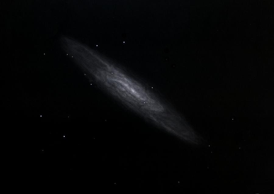 Photo: NGC 253, la galaxie du Sculpteur. Vue au Restefond en aout 2015. Plusieurs heures d'observation/dessin sur plusieurs nuits, dans mon T406 à 88X et 220X, et dans le T600 à 135X.
