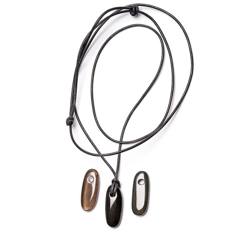 Obsidian, onyx och rökkvarts ovalt hänge med borrat hål