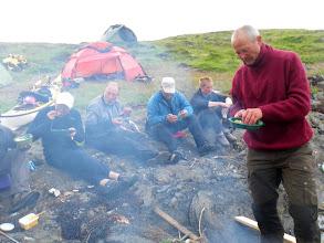 Photo: Eyvin er bas for fiskemiddagene, men tolererer potetene vi søringene vil ha med..