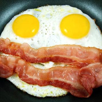 Trứng và thịt đỏ có thể gây tăng cholessterol máu