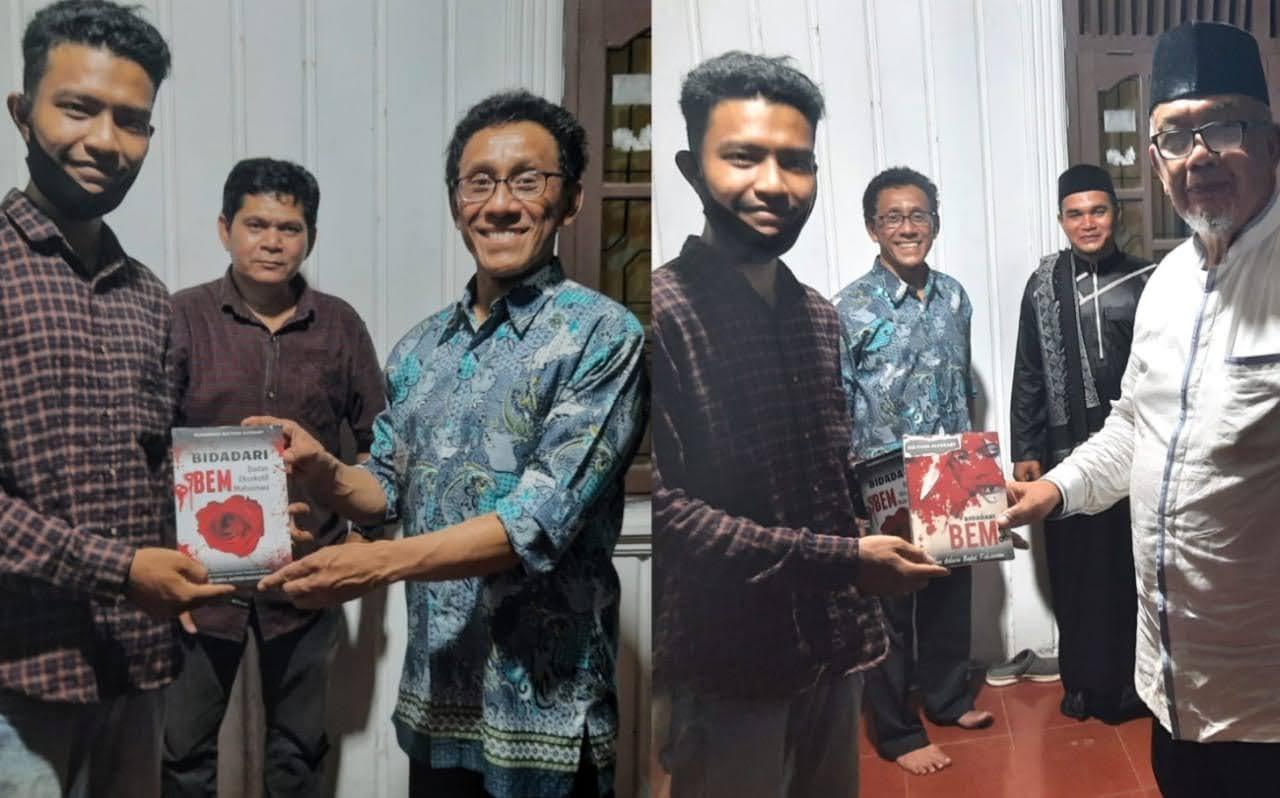 Temui Menteri PAN RB ke-14 dan Guru Besar ITB, Mahasiswa Aceh Serahkan Novel Cinta