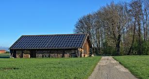 Las Placas solares es uno de los principales recursos que emplea esta arquitectura.