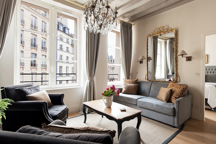 Castillon - Place Dauphine living room