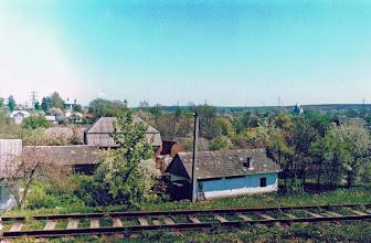 Photo: Widok na Brzozdowce, na dalszym planie kościół i cerkiew, w maju 2002. Fot. Z. Rutka.
